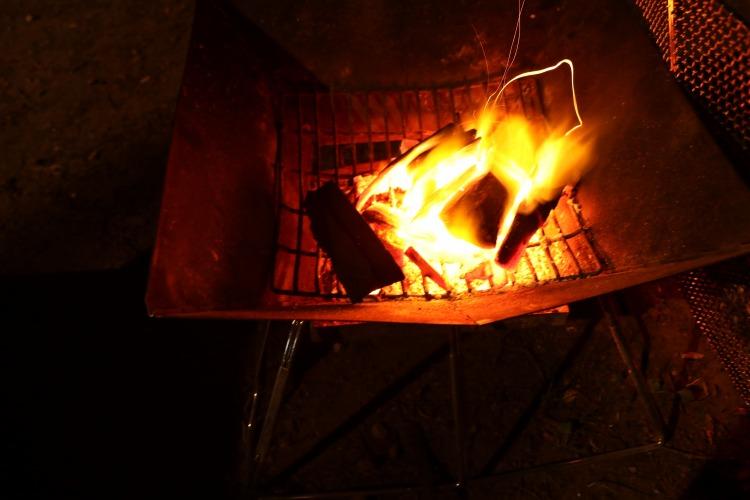 仲洞爺キャンプ場で焚き火