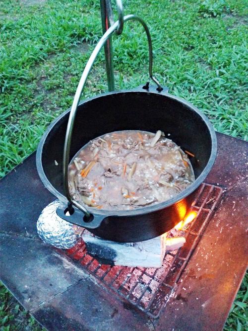 ダッチオーブンで炊き込みご飯