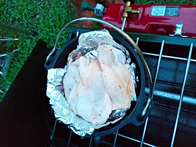 ダッチオーブンで簡単燻製チキン