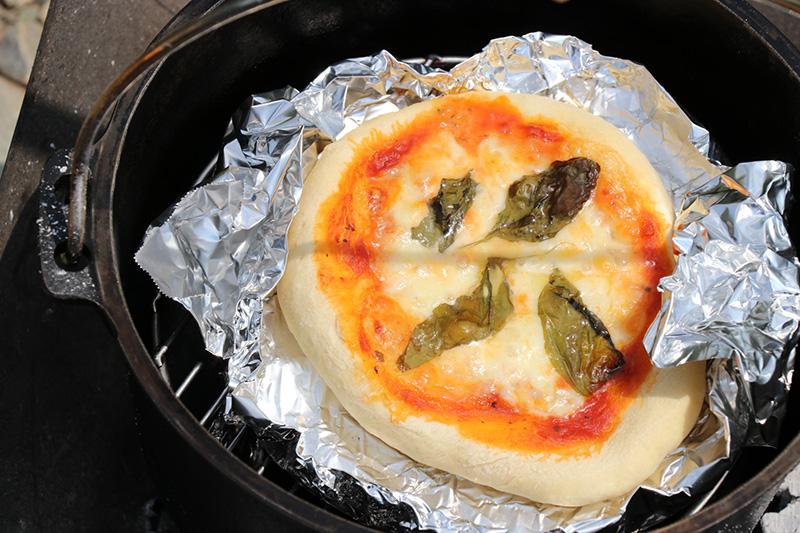 ダッチオーブンでピザ作り26