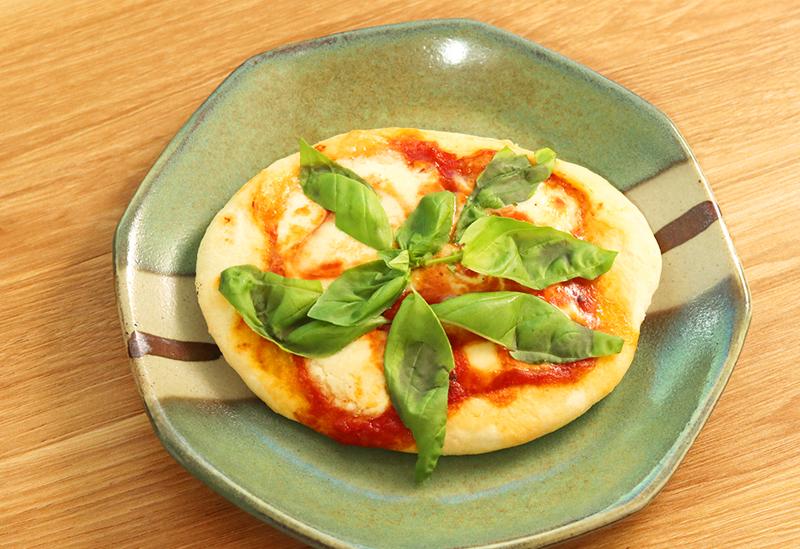 ダッチオーブンでピザ作り_家
