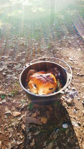 ダッチオーブンで作る丸鶏のロースト