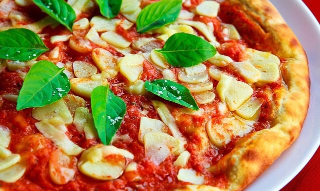 ダッチオーブンでピザ焼き