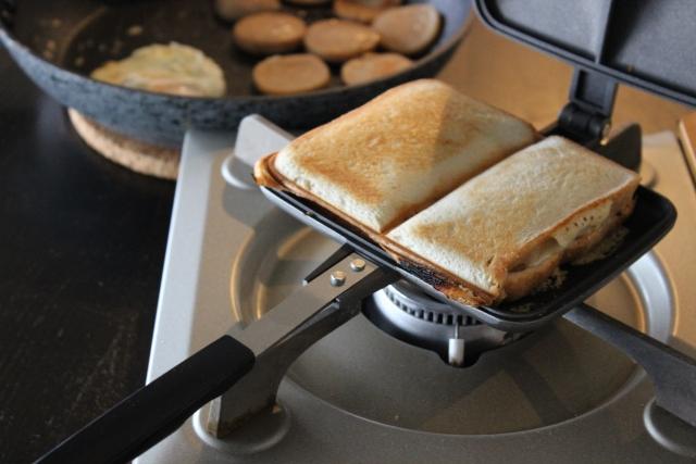 キャンプ朝食_ホットサンド