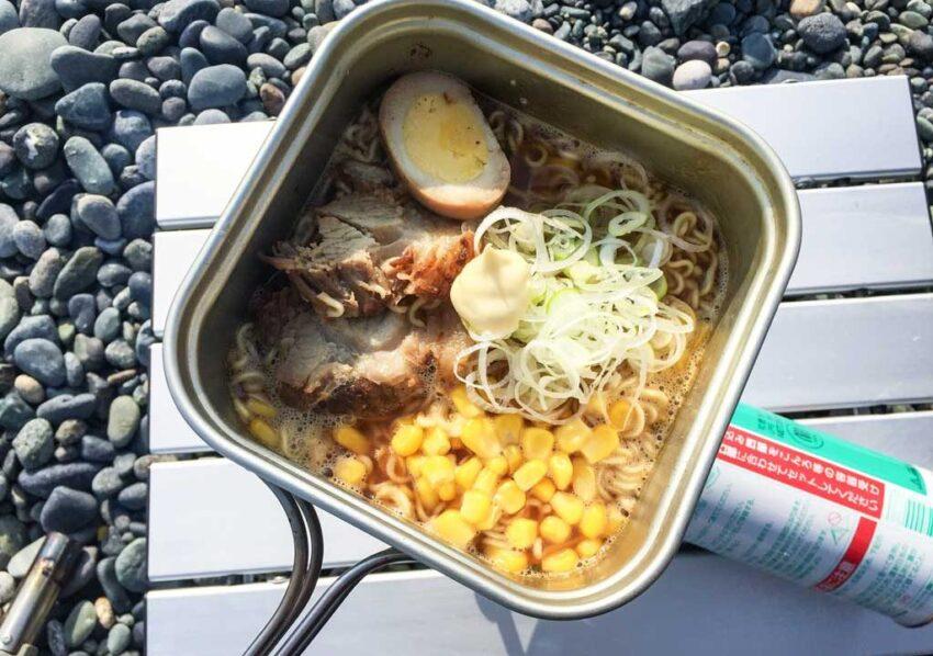 キャンプ朝食_インスタントラーメン